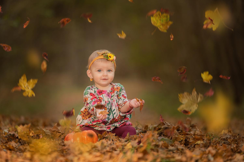 2 fete adorabile in culorile toamnei
